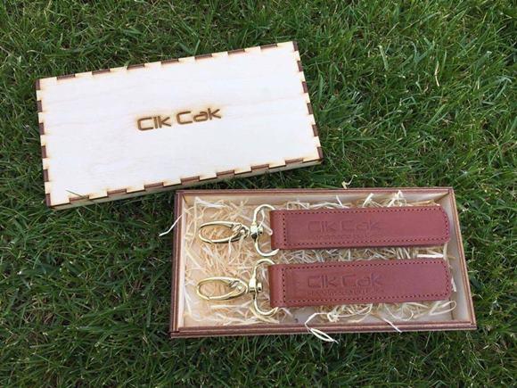 CIK CAK Úchyt kožený na uchytenie tašky, zlatá karabínka