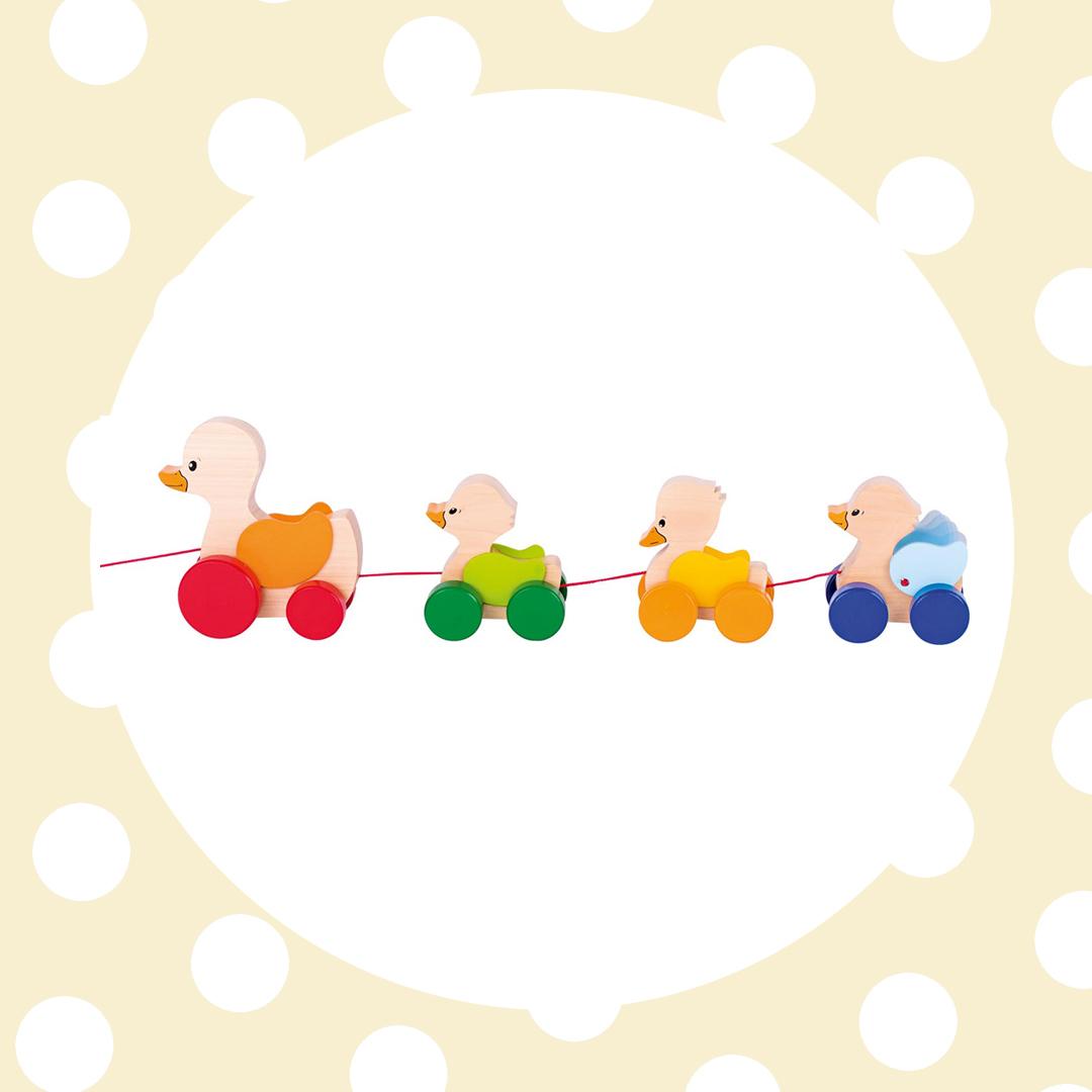 GOKI Drevená ťahacia hračka Kačičky